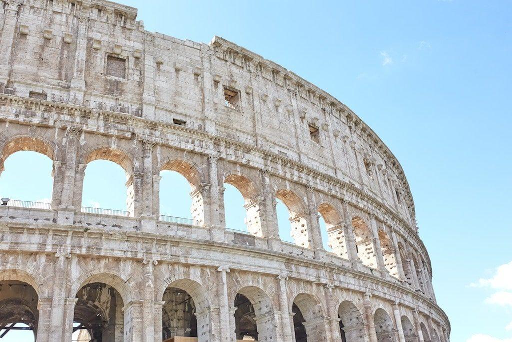 rome tourist card colosseum