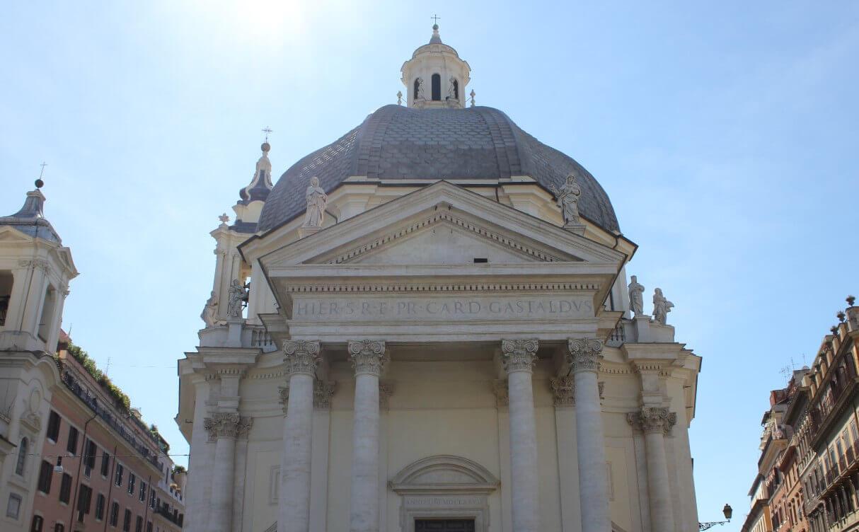 The square Piazza del Popolo